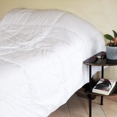 Couette polyester uni blanc