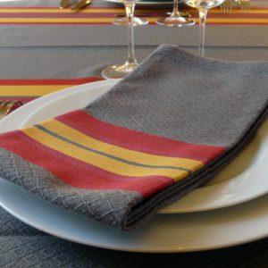 Service de table tissu nappe et serviette rouge et or PUIVERT