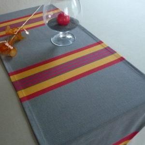 Chemin de table en coton rouge et gris PUIVERT