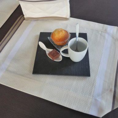 set de table rectangulaire tissu blanc puivert