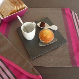 set-de-table-tissu-rectangulaire-fuchsia-puivert