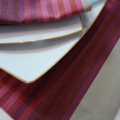 set-de-table-tissu-rouge-authentique-2