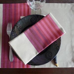 set-de-table-tissu-rouge-authentique